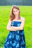 детеныши женщины голубого платья возмущённые Стоковые Фотографии RF