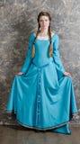 детеныши женщины голубого портрета платья милые Стоковое Изображение