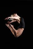 детеныши женщины движения внушительного полета танцульки полные стоковые изображения rf