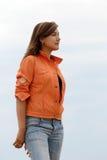 детеныши женщины джинсыов Стоковые Фото