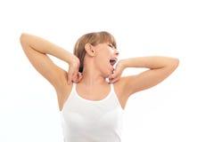 детеныши женщины зевая Стоковое фото RF