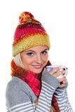детеныши женщины зимы кружки удерживания одежды Стоковые Фото