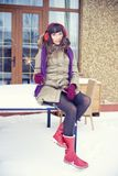 детеныши женщины зимы портрета Девушка красоты радостная модельная Стоковое Изображение RF