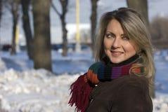 детеныши женщины зимы портрета Стоковое Изображение