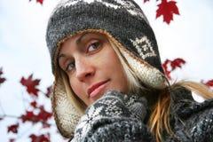 детеныши женщины зимы шлема Стоковое Изображение RF