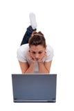 детеныши женщины компьтер-книжки компьютера Стоковые Фото