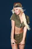 детеныши женщины красивейших одежд воинские Стоковое Изображение RF
