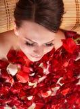 детеныши женщины лепестка jacuzzi розовые Стоковое Изображение RF