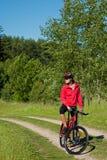 детеныши женщины лета природы bike стоковые изображения rf