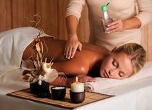 детеныши женщины массажа красотки Стоковые Фото