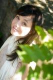 детеныши женщины парка Стоковые Фотографии RF