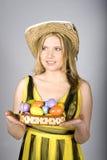 детеныши женщины пасхальныхя colourfull милые Стоковые Фотографии RF