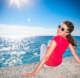 детеныши женщины пляжа красивейшие ослабляя Стоковые Изображения