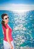 детеныши женщины пляжа красивейшие ослабляя Стоковые Фото