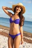 детеныши женщины пляжа красивейшие Стоковое Изображение RF
