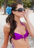 детеныши женщины пляжа красивейшие Стоковые Изображения