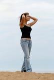 детеныши женщины пляжа Стоковые Изображения