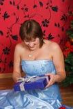 детеныши женщины подарка Стоковые Изображения RF
