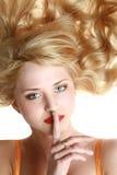 детеныши женщины портрета жизнерадостных волос длинние Стоковое фото RF
