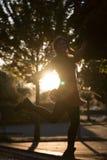 детеныши женщины портрета парка стоковое фото rf