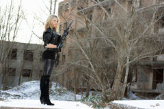 детеныши женщины пушки сексуальные Стоковая Фотография RF