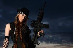 детеныши женщины пушки стильные Стоковые Фото