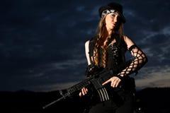 детеныши женщины пушки стильные Стоковое Изображение RF