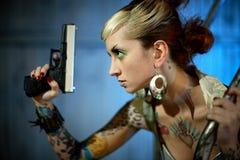 детеныши женщины пушки Стоковое Изображение RF