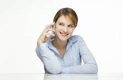детеныши женщины сотового телефона говоря Стоковые Фото