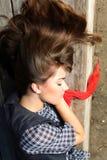 детеныши женщины спать способа Стоковое фото RF