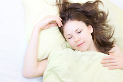 детеныши женщины спать Стоковое Фото