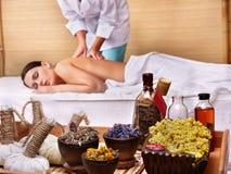 детеныши женщины таблицы спы массажа красотки Стоковое фото RF