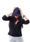 детеныши женщины типа grunge бейсбольной кепки Стоковая Фотография RF