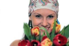 детеныши женщины тюльпанов стоковые фотографии rf