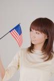 детеныши женщины удерживания американского флага Стоковое Изображение RF