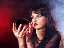 детеныши женщины шарика кристаллические Стоковое фото RF