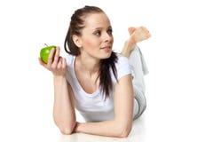 детеныши женщины яблока красивейшие стоковые фото