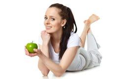 детеныши женщины яблока красивейшие стоковая фотография rf
