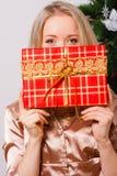 детеныши женщины fift коробки красные Стоковое фото RF