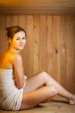 детеныши женщины sauna Стоковое Изображение RF