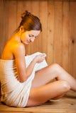 детеныши женщины sauna Стоковые Фотографии RF