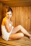 детеныши женщины sauna Стоковые Фото