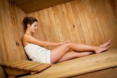 детеныши женщины sauna Стоковые Изображения RF