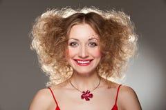 детеныши женщины smiley hairdo Стоковые Фото