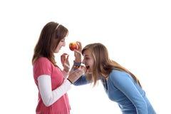 детеныши женщины waffle яблока 2 стоковые изображения