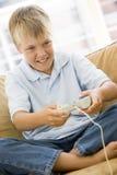 детеныши живущей комнаты игры мальчика видео- Стоковые Фото