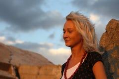 детеныши захода солнца портрета повелительницы светлые стоковые фото
