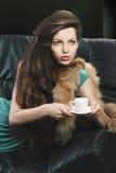 детеныши зеленого цвета девушки чашки шикарные Стоковое Изображение
