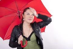 детеныши зонтика красивейшей девушки красные Стоковые Фото
