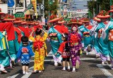 детеныши кимоно празднества танцоров японские стоковое изображение